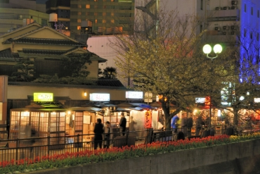 6 rules in Yatai (food stalls) in Fukuoka: Banned to sit on the far left end?