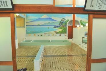 要不要體驗一下日本大眾文化「錢湯」的風趣?在赤裸交誼廳感受日本的日常
