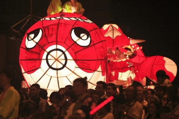 夜空中超療癒金魚祭典!柳井市夏季風物詩「柳井金魚燈籠祭」