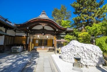 【京都】安井金比羅宮で悪縁バッサリ!参拝方法は、「ほふく前進」!?