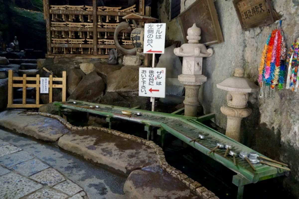 Zeniarai Benzaiten Ugafuku Shrine