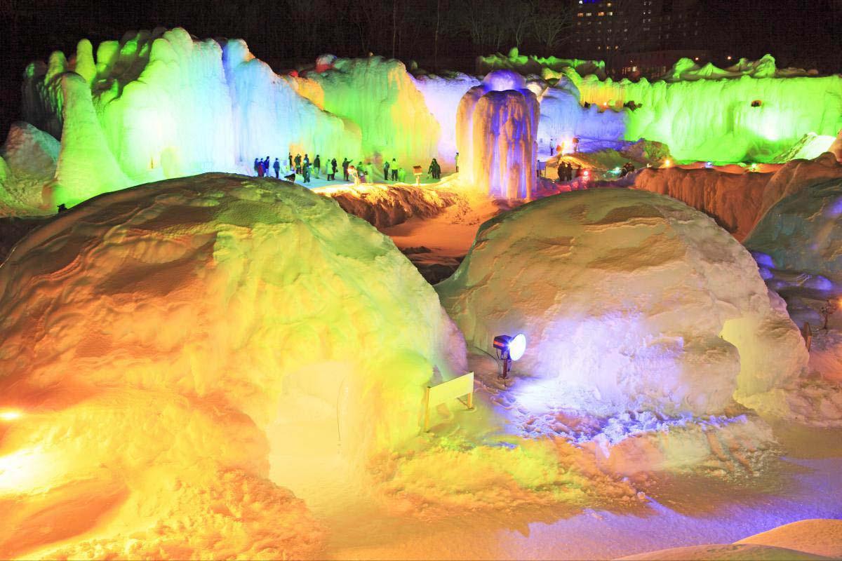 Sounkyo-Onsen Ice Waterfall Festival