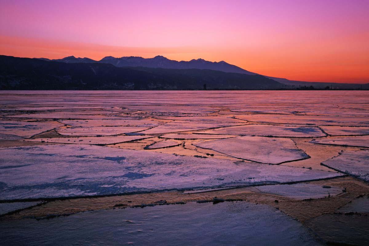 諏訪湖の御神渡り
