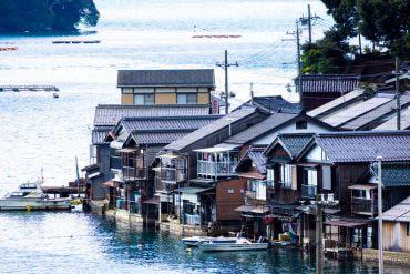 伊根湾舟屋群(京都)