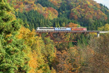 "Akita Nairiku Jukan (""across the inland"") Railway"